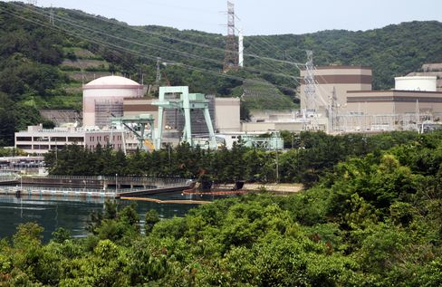 Japan Utilities Plunge on Faultline Warning Under Nuclear Plant