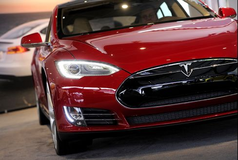 Tesla Posts Surprise Adjusted Profit on Model S Production