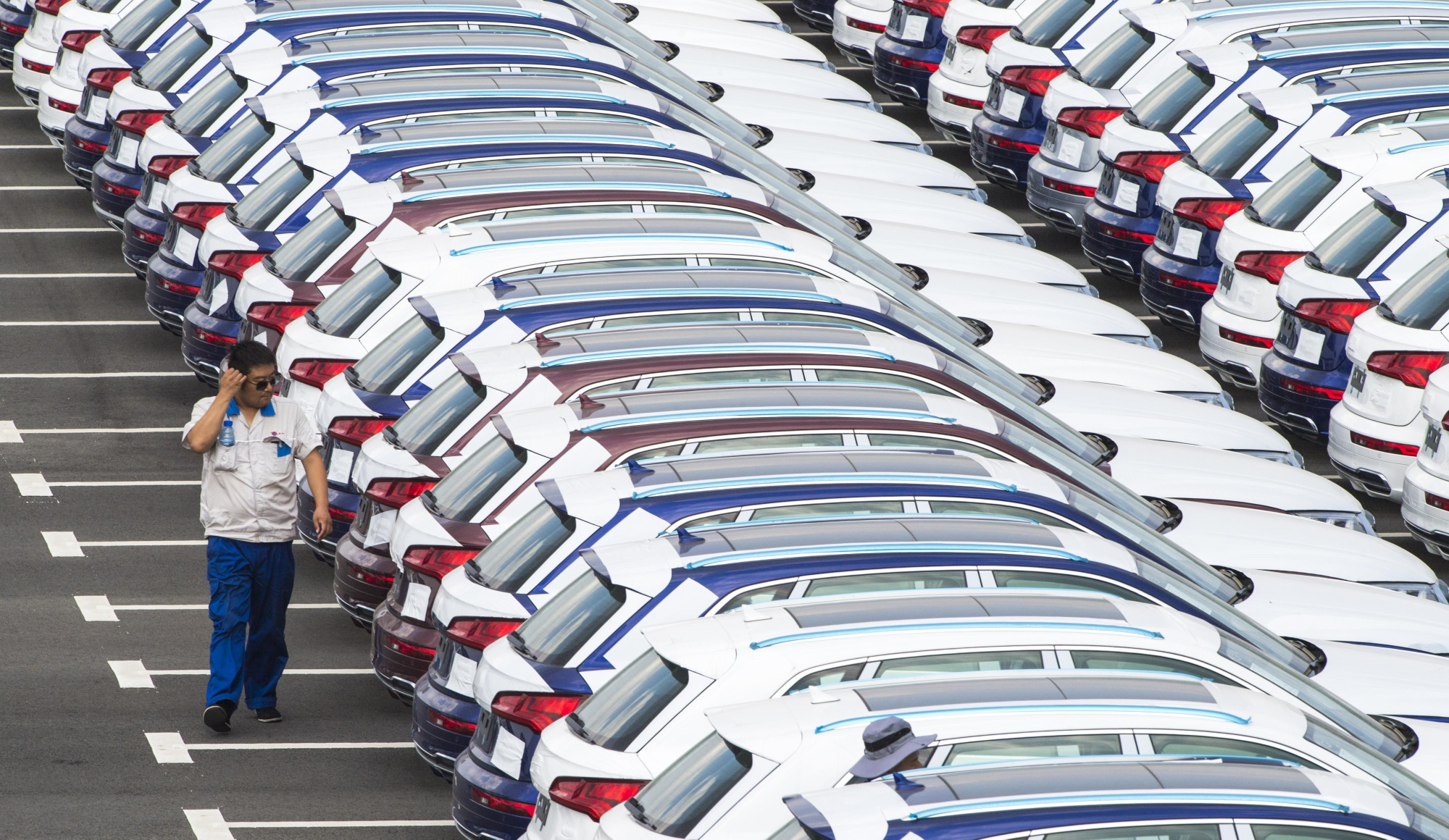 China Car Sales Drop a Record 80% as Virus Adds to Industry Woes ...
