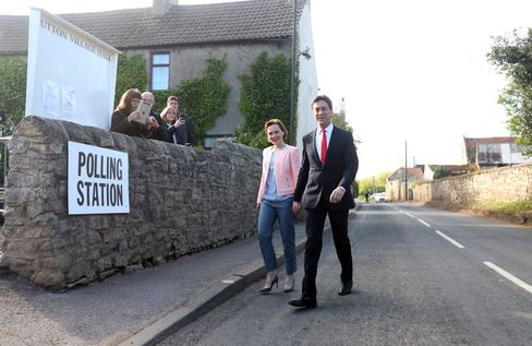 Labour Party Leader Ed Miliband and his wife Justine Thornton arrive at a polling station to cast their votes in the general election in Sutton, today. Photographer: Chris Ratcliffe/Bloomberg
