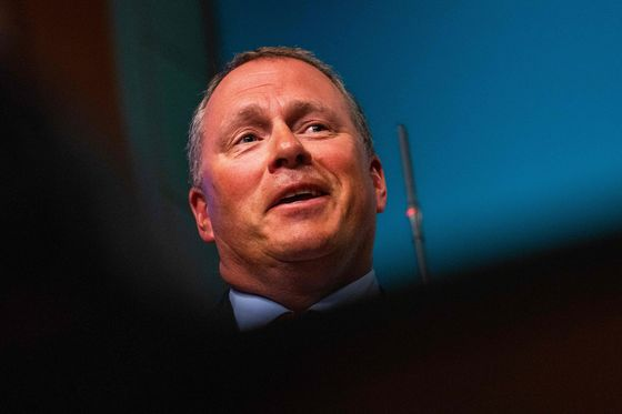 Norway Wealth Fund Spat Escalates as Key Party Opposes CEO