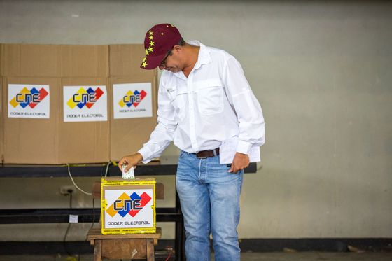 Venezuelans Vote in Election Shadowed by Crisis and Boycott