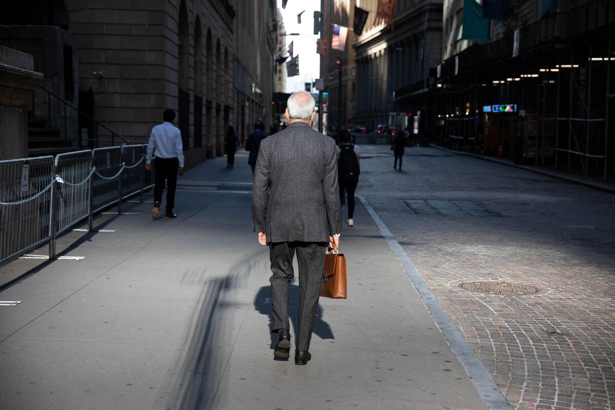 bloomberg.com - Matthew Burgess - Bond Market Is Sending Growth Warning for Hawkish Central Banks