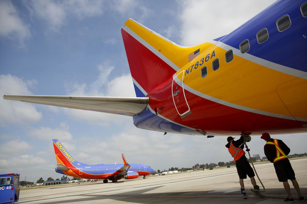 Southwest Air to Stop Serving Peanuts - Bloomberg