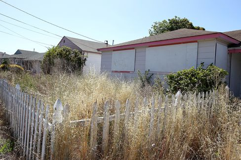 Pimco, BlackRock Try to Stop Mortgage Seizure Plan in California