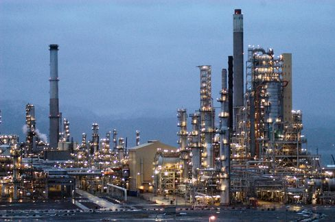 The crude oil refinery at Mongstad, Norway, Tuesday, January 6, 2004. Photographer: Rogan Macdonald/Bloomberg News.