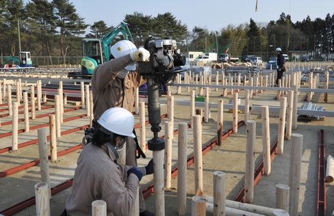 Evacuees Told to Avoid Japan Power Plant as Building Begins