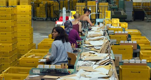 Deutsche Post to Ease Pension Load With 2 Billion-Euro Bond