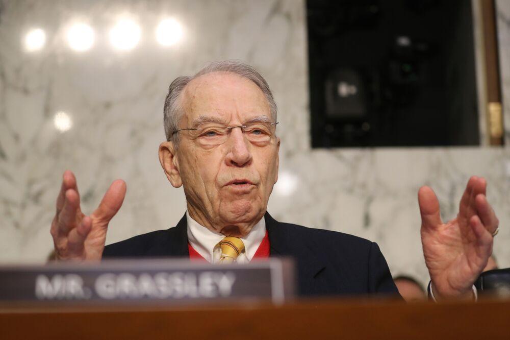 Senate Panel Questions Contacts Between U.S. Officials, Russians