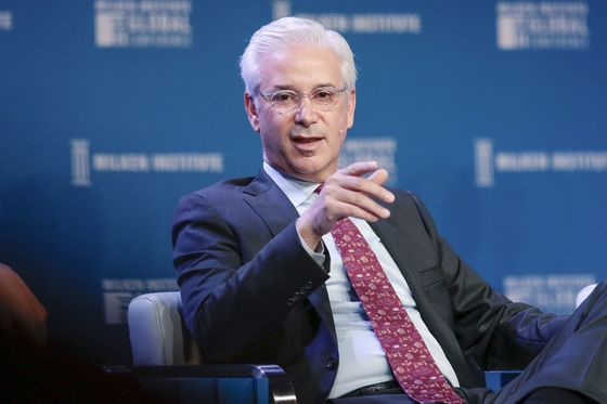 Wells Fargo's Poker-Faced CEO Sows UneaseWhile Considering Change