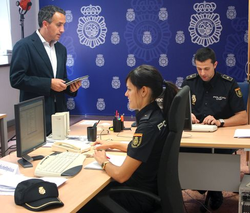 Spanish Police Are a Hit on Twitter
