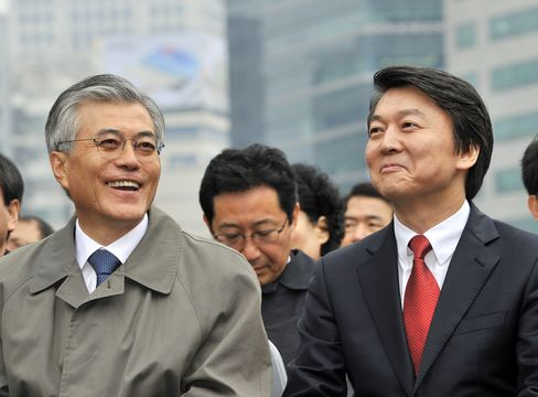 So. Korean Presidential Candidates Moon Jae-In and Ahn Cheol-Soo