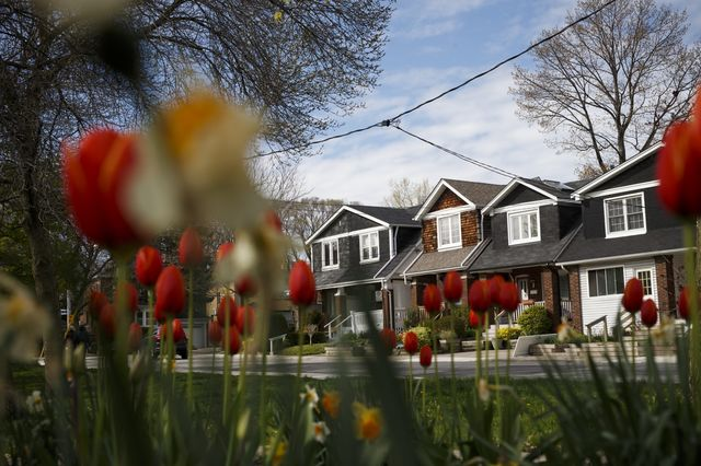 Canada Housing Sales Extend Declines in July