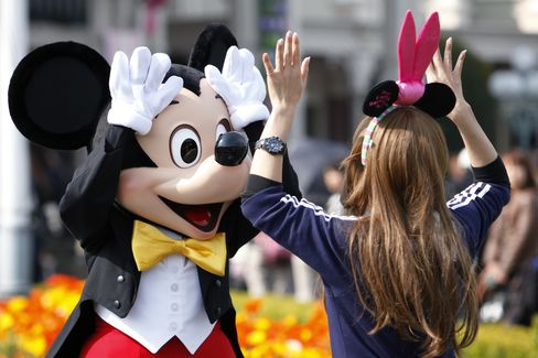 Tokyo Disneyland Draws Thousands Seeking Sense of Comfort
