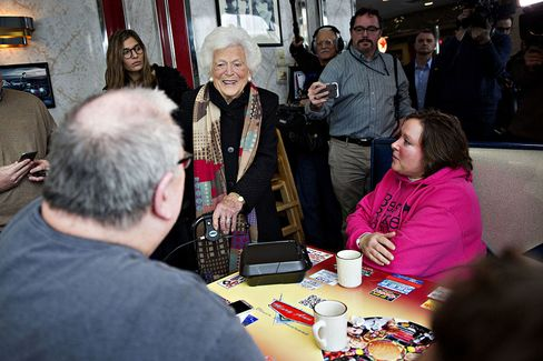 Presidential Candidate Jeb Bush Holds Campaign Event At MaryAnn's Diner With Barbara Bush