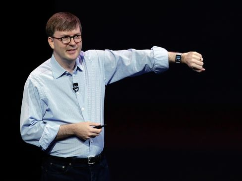 Apple's Kevin Lynch demonstrates the new Apple Watch on Sept. 9, 2014, in Cupertino, Calif.