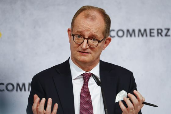 Commerzbank Weighs 7,000 Job Cuts, 400 Branch Closures