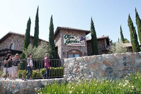 Olive Garden's New 'Modern' Black Uniforms
