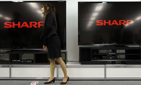 Hon Hai Jumps on Renegotiation of Sharp Investment