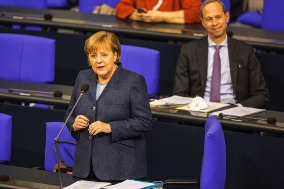 Merkel Ties Pandemic Exit to Immunization Rates of Over 60%