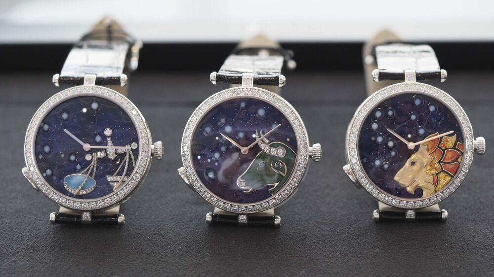 Van Cleef & Arpels Zodiac Watches Light-Up Stars Men, Women - Bloomberg