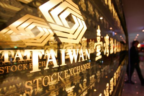 Taiwanese Shares Climb Most in Four Weeks on KMT's Tax Proposal