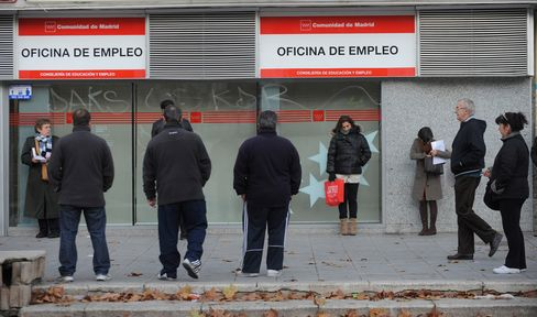 Euro-Area Unemployment Reaches Record 11%, Led by Spain, Italy