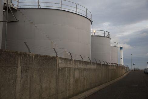 Gas Storage Silos Stand in Aberdeen