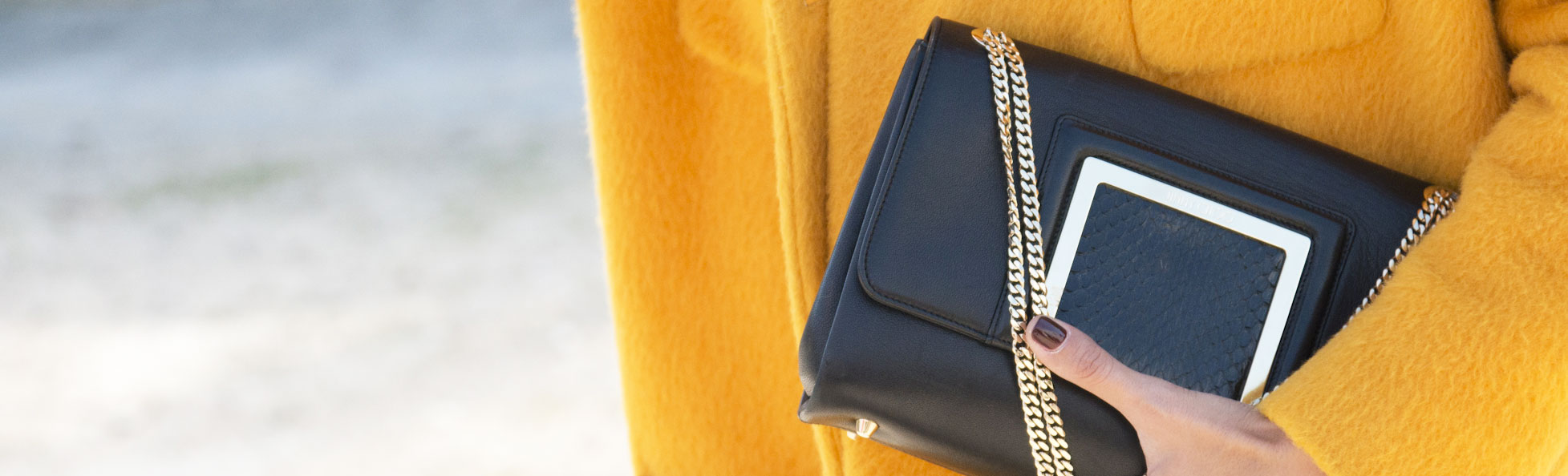 How to Buy a Handbag for a Woman - Bloomberg 6b06cad680b66