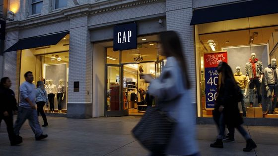 Gap Backs Away From Plan to Spin Off Old Navy