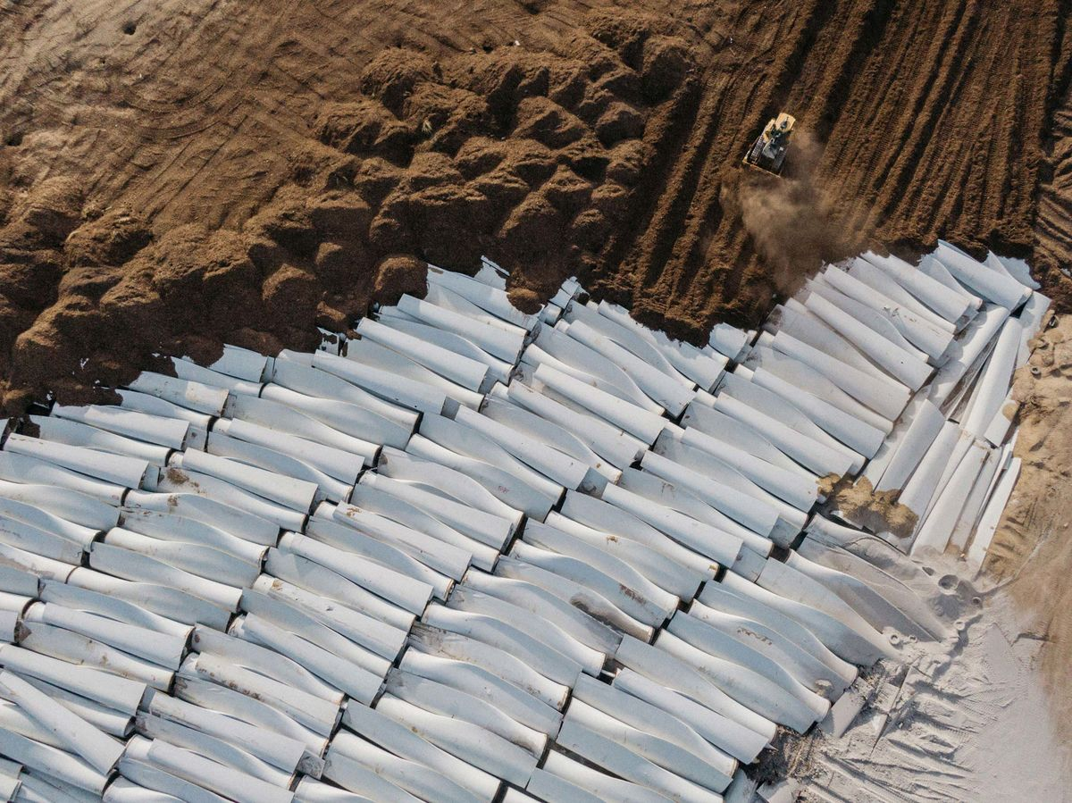 Wind Turbine Blades Can't Be Recycled, So They're Piling Up in Landfills -  Bloomberg