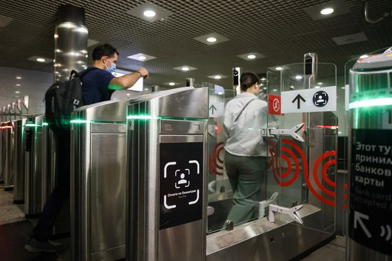 Moscow Subway Riders Can Soon Use Their Face to Pay, RIA Says