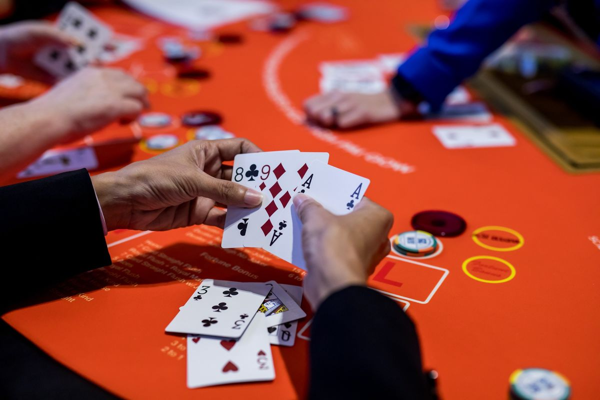 Macau Gaming Returns to Growth, Yet Casinos Still Face Hurdles - Bloomberg