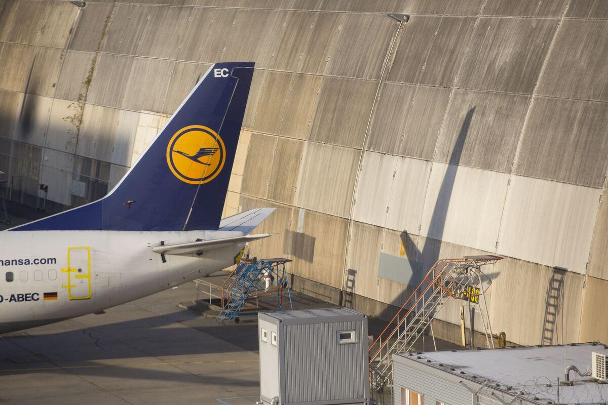 Lufthansa's Summer Blues Deepen as Cabin Crew Vote on Strikes