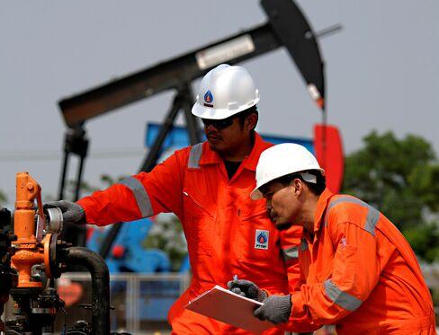 PTT Exploration Slides on $3.1 Billion Share Sale