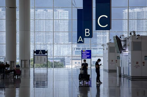 Hong Kong's Quarantine Flip-Flop Creates Chaos for Travelers