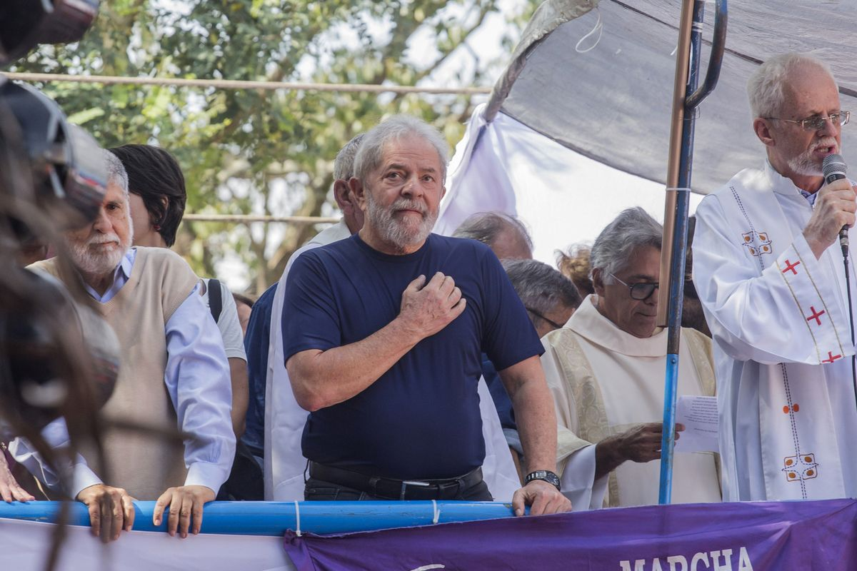 Brazil Prosecutors Want Lula to Leave Jail in Next Few Days
