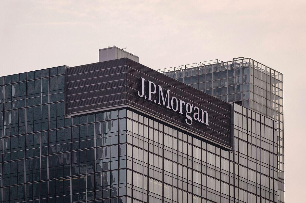 Hong Kong Charges Former JPMorgan Banker Leung With Bribery - Bloomberg