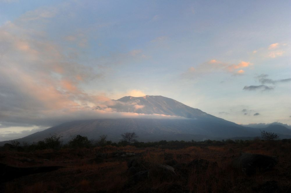 Bali Flights Resume After Indonesia's Mount Agung Volcano Erupts