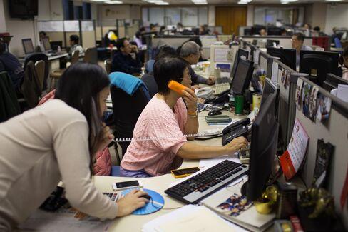 Inside A Securities Brokerage In Hong Kong