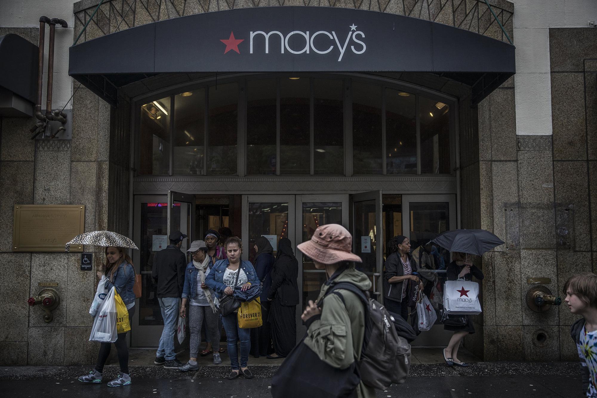 Retailers Stifle U.S. Stocks in Week as Growth Worries Mount - Bloomberg