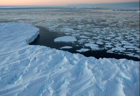 Antarctica's Hidden Carbon Stores Pose Warming Risk in Study