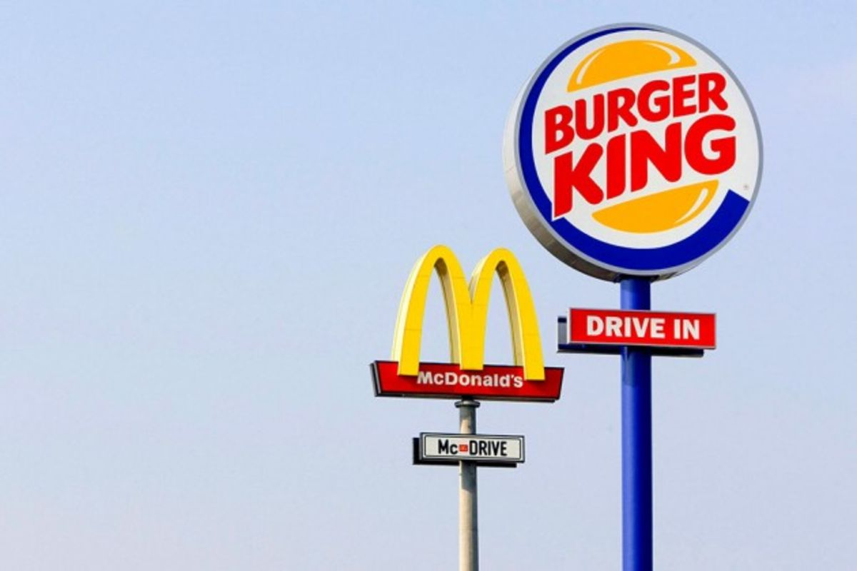 what are the major operational differences between burger king and mcdonald Negotiations between the two entities eventually failed, which led to a class action suit being filed in the united states district court for the southern district of california against burger king corporation, coca-cola and dr pepper on behalf of all burger king franchises in the united states in may 2009.