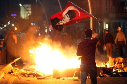 Turkish Bonds Lose Most Since 2008 as Protests Hit Lira, Stocks