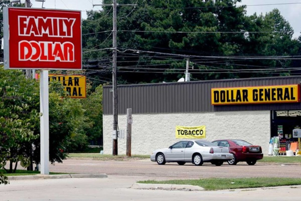 The Family Dollar Takeover Fight What S At Stake Bloomberg