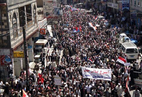 Al-Qaeda Fear in U.S. Buys Saleh Time as Yemen Clashes Escal