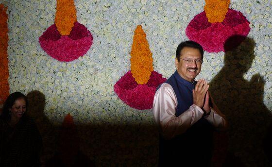 Billionaire Piramal to Take Over Key Indian Shadow Bank Dewan