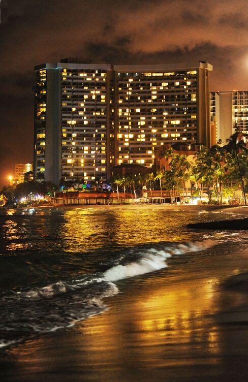Tsunami Waves Hit Hawaii Islands