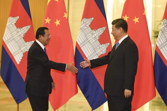 China to Help Cambodia If EU Pulls Tariff Agreement, PM Says