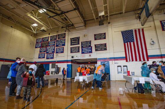 U.S. Cases Slow; Texas Power Loss Threatens Shots: Virus Update